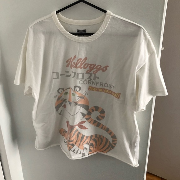 American Eagle frosted flakes tee